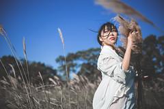 IMG_2934 (Yi-Hong Wu) Tags: 芒草 漢服 芒花 古裝 漢 女生 女孩 女性 女 女子 人 女人 山上 互惠 雪景 扇子 傘 逆光 舞 曜光 反射 情緒 可愛 美麗 外拍 室外 戶外