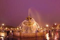 Paris Janvier 2017 - 10 une fontaine gelée Place de la Concorde (paspog) Tags: paris janvier january januar 2017 placedelaconcorde fontaine fontainegelée frozenfountain fountain brunnen