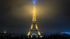 Eiffel tower in the fog (thomasalix) Tags: eiffel tower fog brouillard tour nikon d5300 paris architecture horizon moon nikkor digital cloud clouds
