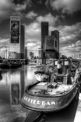 Rotterdam (Sandra 25) Tags: rotterdam paysbas hollande holland europe architecture péniche barge woonboot maas meuse blackandwhite bw noiretblanc nb rivier fleuve city stad ville