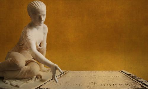 "Petteia - Ludus Latrunculorum  / Iconografía de las civilizaciones helenolatinas • <a style=""font-size:0.8em;"" href=""http://www.flickr.com/photos/30735181@N00/32399878331/"" target=""_blank"">View on Flickr</a>"