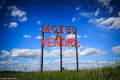 Occasion d'affaires (alex.bernard) Tags: canada sign landscape quebec motel tamron montérégie montsainthilaire tamron2470 canon5diii