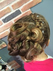 "Coiffure • <a style=""font-size:0.8em;"" href=""http://www.flickr.com/photos/115094117@N03/19855848645/"" target=""_blank"">View on Flickr</a>"