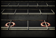 Rettungsringe (Andreas Meese) Tags: facade nikon lifebelt hamburg hafen elbe altona fassade grose neumhlen rettungsringe elbstrase d5100