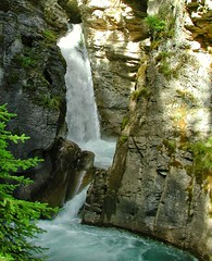 DSCN0430-crop (12fh) Tags: canada alberta nationalpark johnstoncanyon rockies banffnationalpark creek waterfall canyon