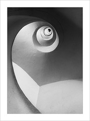 Santa catalina II (ximo rosell) Tags: ximorosell bn blackandwhite blancoynegro bw arquitectura architecture abstract nikon d750 detall valencia spain stairs llum luz light torres