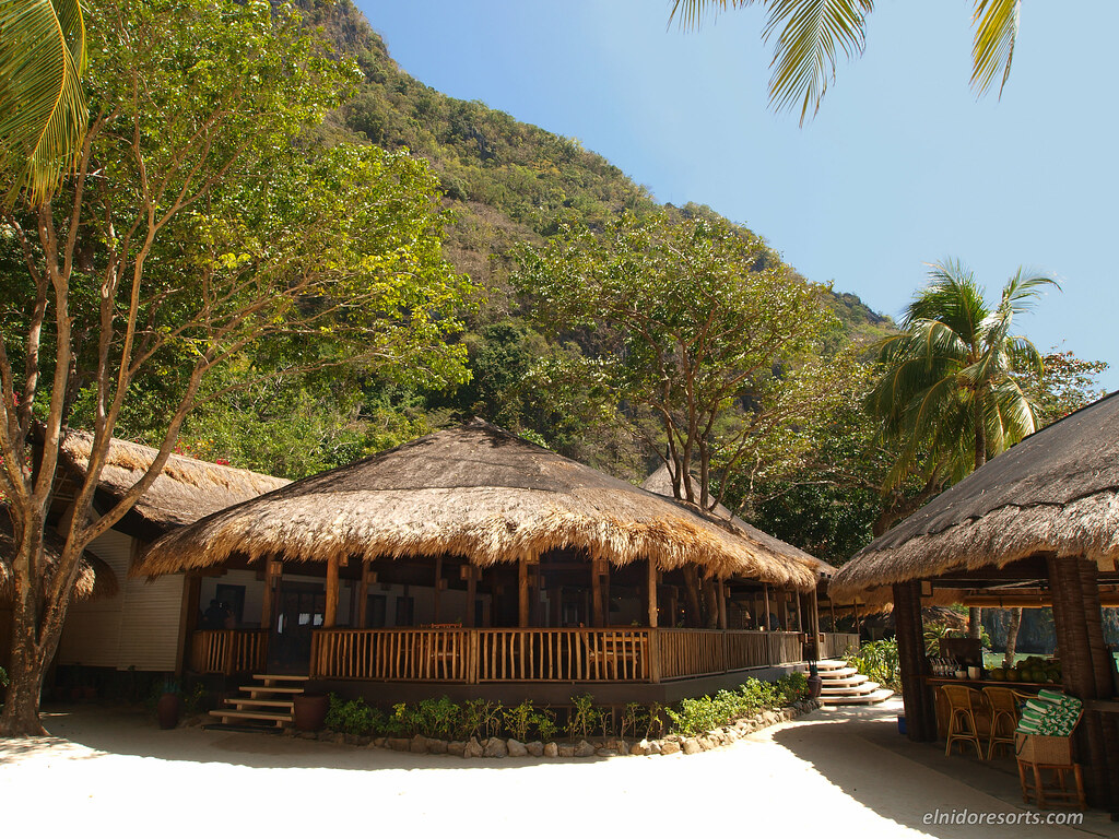 Miniloc Island - Clubhouse Restaurant and Beach Bar (Photocourtesy of El Nido Resorts)