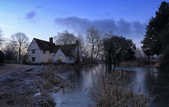 Willy Lott's cottage (Jak5Bale) Tags: willylottscottage flatfordmill constablecountry johnconstable dedham daybreak crescentmoon dawn frosty