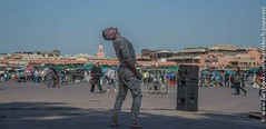 2015-03-14_Méchanique des B(ea_i)ts_Marrakech_05 (omnivion) Tags: méchaniquedesbeaits omnivion marrakech maroc performance pierrehenriramboz ph jamaaelfna dimitritsiapkinis festival onmarche