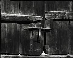 Fer et bois - Iron and wood (Philippe Torterotot) Tags: 4x5 chamonix45n1 fomapan100 analog argentique v700 vanoise alpes france stilllife détails noirblanc bw