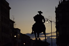 Salamanca: a different perspective (Jacques Teller) Tags: spain castillayleón salamanca horse statue backlight sky silhouette nikond7200 jacquesteller hidalgo contraluz urban landscape sunset night hat man españa salamanque shadows flickr photo nikon