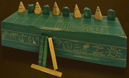 "Senet - Lujoso sistema de objetos lúdicos obsequio del dios Toht a la faraona Nefertari • <a style=""font-size:0.8em;"" href=""http://www.flickr.com/photos/30735181@N00/32369498372/"" target=""_blank"">View on Flickr</a>"
