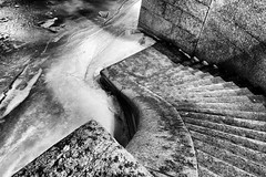 Stairs leading to the ice - Лестница, ведущая ко льду (Valery Parshin) Tags: russia saintpetersburg stpetersburg ingermanland valeryparshin river canoneos600d canonefs1018mmf4556isstm blackandwhite ice neva