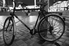 Bicycle (Pascal Volk) Tags: berlin mitte berlinmitte nacht night artinbw schwarz weis black white blackandwhite schwarzweis bw sw wideangle weitwinkel ww wa canoneos6d sigma24mmf14dghsm|art 24mm fahrrad zweirad