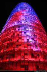 Torre Agbar @ Night, Barcelona, Spain (JH_1982) Tags: torre agbar jean nouvel hightech architecture landmark building architektur skyscraper highrise wolkenkratzer tour 阿格巴塔 トーレ・アグバール агбар plaça de les glòries catalanes avinguda diagonal carrer badajoz light evening dusk dark darkness illuminated buildings night nacht nuit noche notte 晚上 夜 ночь windows facade looking up certigo fassade red blue rot blau window barcelona barcelone barcellona 巴塞罗那 バルセロナ 바르셀로나 барселона catalonia catalunya spain espana spanien españa espagne spagna 西班牙 スペイン 스페인 испания