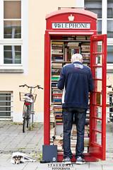 La Biblioteca Mínima (Stauromel) Tags: colonia bonn biblioteca rojo cabina libros cultura stauromel street alquimiadigital canon1dmarkii melilla alemania germany social