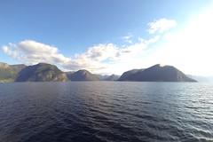 Płynąc przez Sognefjord | Sailing through Sognefjord