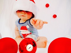 Happy Holidays (Christine Amherd) Tags: christmas xmas happyxmas holidays baby weihnachten red santa baubles kugel melbourne australia family