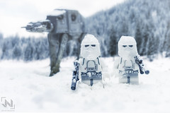 Patrullando Hoth (Juldavs) Tags: portfoliotoy starwars stormtrooper toy toyphotography toys hoth