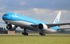 KLM Royal Dutch Airlines Boeing 777-300 (AMSfreak17) Tags: amsfreak17 danny de soet canon 70d ams eham amsterdam luchthaven schiphol airport vliegtuigen vliegtuig aircraft airplane jet jetphotos planespotting luchtvaart vertrek aankomst departure arrival spotter planes world of airplanes nederland the netherlands holland europe dutch take off runway 36l 18r polderbaan klm royal airlines boeing 777300 phbvo