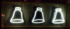 campanas (la estetica industrial) Tags: corazÓn de neÓn corazón neón