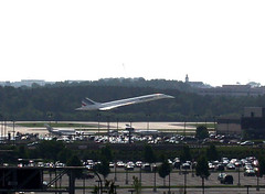 Concorde makes its final landing in Dulles (6/13/2003) (ohad*) Tags: france airplane virginia washingtondc dc washington airport dulles air airplanes landing concorde planes