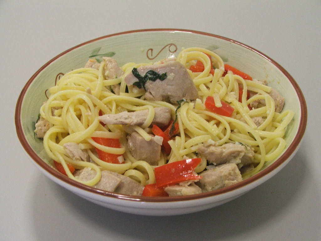 Tuna Steak Chunks with Red Pepper and Linguine