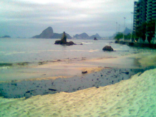 Oil spill, Niteroi, yesterday
