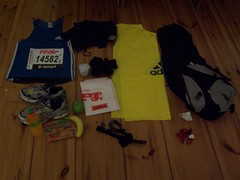 Equipment for the Berlin marathon (Photocapy) Tags: berlin berlijn germany deutschland marathon bib vest heartrate monitor banana gatorade ontbijtkoek running