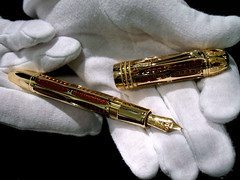 gwilmore montblanc fountainpen jeweled gold popejulius collectorsitem collectible extravagant whitegloves retail scottsdale arizona scottsdalefashionsquare luxury montblancnib 4810 18k catchycolors shine donaldtrumpspocketchange topv111