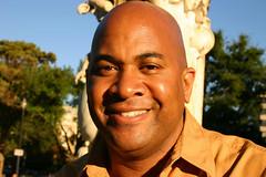Greg3.DupontCircle.WDC.30sep05 (Elvert Barnes) Tags: fridaywalk dupontcircle wdc sitting greg face smile bald baldmen