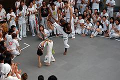 20051016_capoeira_namba_384 (cbuddha) Tags: capoeira batizado minatomachi japan osaka exhibition martialarts hadouken flyingfistsoffury backflip flexible