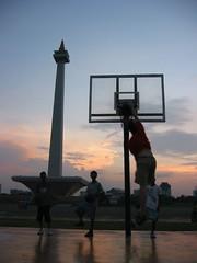 Tim's a rim rattler (uninvolved observer) Tags: travel sunset monument basketball indonesia tim jakarta dunk top20sports