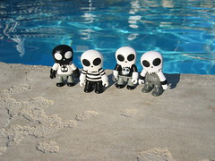 Toyers on Vacation (Drew from the Slope) Tags: toys dolls kidrobot actionfigures urbanvinyl qee toyer