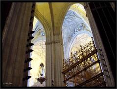 Sevilla (Graça Vargas) Tags: españa church sevilla spain catedral igreja ph227 graçavargas ©2005graçavargasallrightsreserved 21901210109