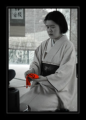 Tea Ceremony (Xavier Donat) Tags: red blackandwhite bw france art japan museum cutout asian japanese nice asia respect d70 tea traditional ceremony culture almostbw tranquility buddhism zen harmony tatami blogged ritual kimono teaceremony hostess calligraphy matcha greentea tranquil sado 1870mm cultural purity aesthetic ceremonial musedesartsasiatiques friendlychallenges