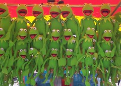 Clone Experiment Fails (oybay) Tags: green toys frog stuffedanimals kermit kermitthefrog sandiegocountyfair