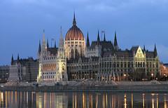 Parlament (Romeodesign) Tags: night reflections hungary budapest parliament duna parlament danube 25faves aplusphoto travelerphotos leuropepittoresque gettyhungary1
