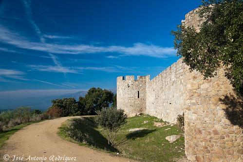 "Castillo de La Adrada • <a style=""font-size:0.8em;"" href=""http://www.flickr.com/photos/133275046@N07/18464901742/"" target=""_blank"">View on Flickr</a>"