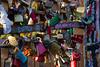 Cadeado, Padlock, Cadenas, Vohängeschloss, Candados, Lucchetto... (Amauri Jr.) Tags: berlin germany cadenas europa europe padlock alemanha eastsidegallery cadeado lucchetto cadeados murodeberlin candados canoneos7d canon18200mm vohängeschloss