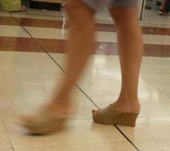 Street feet (165) (I Love Feet & Shoes) Tags: street sexy feet stockings pie shoes highheels sandals tights lingerie heels ps huf hoof bas pieds mules pantyhose schuhe casco piedi meias medias scarpe sandalias chaussures sapatos sandlias zapatillas sandalen  sandales  sabot sandali  strmpfe    calcanhares  fse