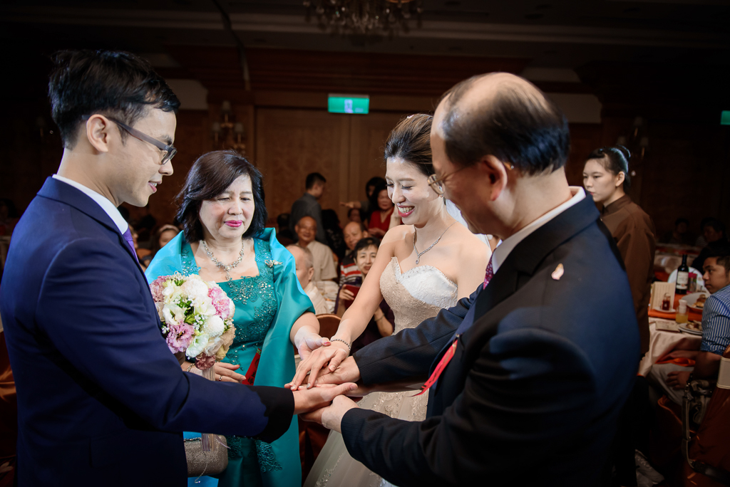 Wedding day-0066 ,僑園婚攝,台中僑園,僑園婚宴,新秘Alice ,婚攝小勇,台北婚攝, 小淑造型團隊