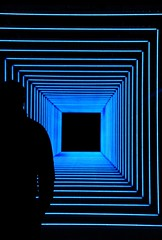 IMG_1804 (Kathi Huidobro) Tags: squares blue winterlights2017 lights lightart lightinstallation canarywharf london colours lightingdesign neon art