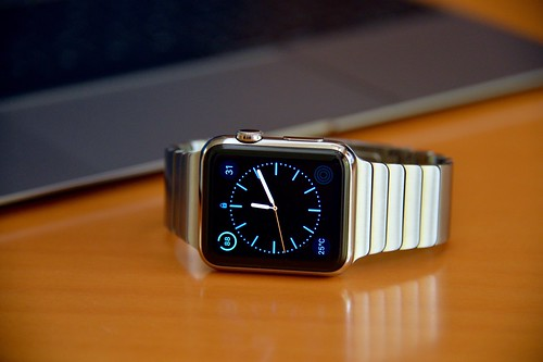 Apple Watch vs. Samsung Gear 2