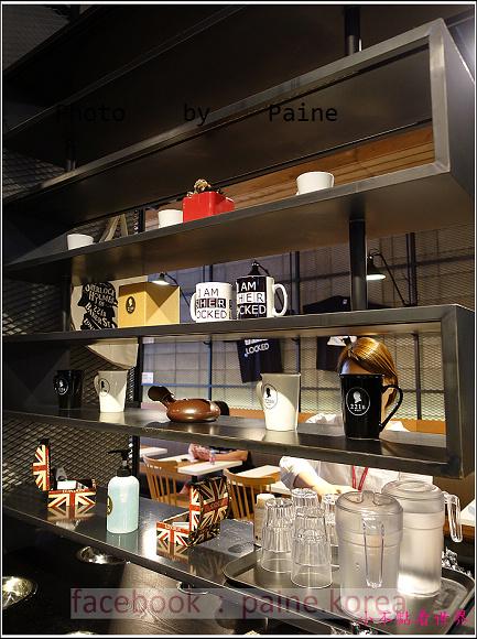 江南221B in Seoul coffee lounge (4).JPG