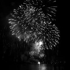 Feuerwerk Seenachtsfest 2015 (ghatiso) Tags: schweiz blackwhite zug firework schwarzweiss feuerwerk iphone zugersee 5s seenachtsfest