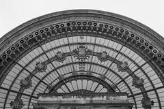 Bruxelles (www.margosmit.com) Tags: blackandwhite bw canon zwartwit streetphotography bruxelles brussel straatfotografie 40mm18 canoneos100d
