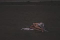 Embrace me II (AnnePfaff) Tags: color water mood sheets concept duinen zon glas bloemen handen zand laken neeltjejans handschoenen foeutus annepfafffotografie ingridvolkers