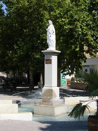 Siklós, Mária-szobor