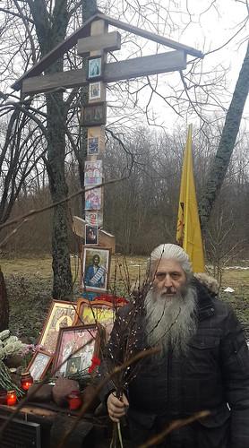 Новогодняя верба у памятного креста Григорию Распутину